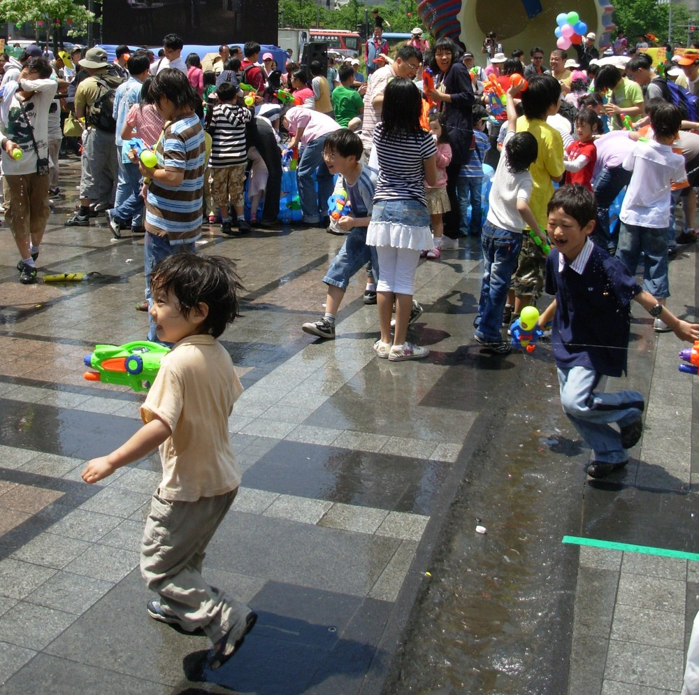 water gun fight at Cheonggyecheon