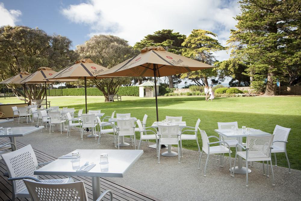 Mantra-Lorne-Restaurant-Terrace-Garden.jpg