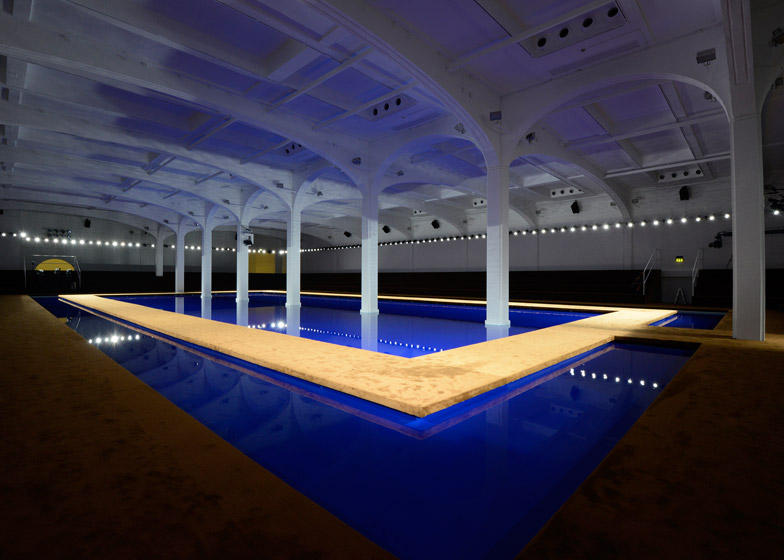 Prada menswear s/s 2015 show space. Source: Dezeen