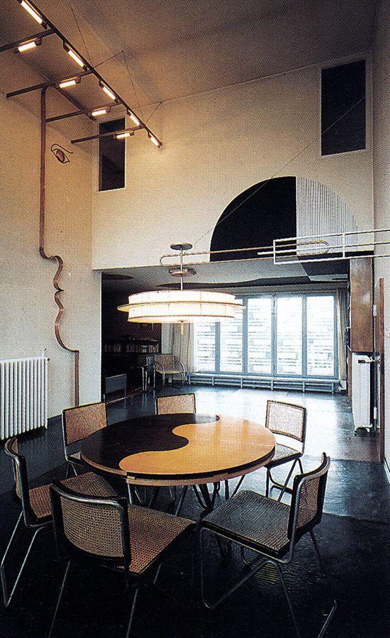 Wall murals by bauhaus designer oskar schlemmer at the for Bauhaus arredamento