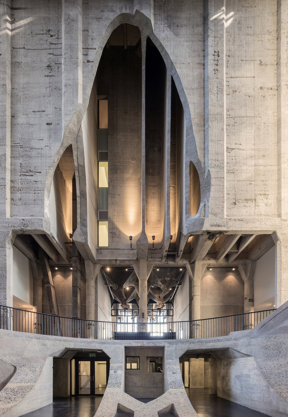 heatherwick-architecture-cultural-galleries-v-and-a-south-africa-interior_dezeen_2364_col_2.jpg