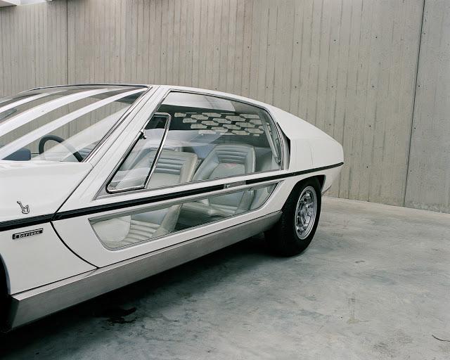 Lamborghini_Marzal_by_Bertone_1967_4.jpg