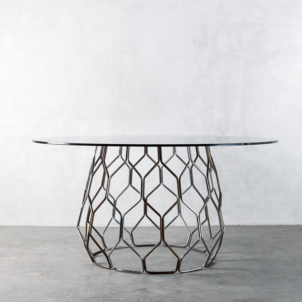 FLUTTY DINING TABLE