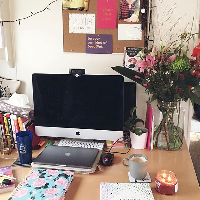 Current #desksituation 💕💐🖥 I usually keep my desk quite tidy but I was particularly appreciative of it today 😍 . . . . .  #InfluencerMarketing #Mindfulpreneur #MindfulBiz #TCCTribe #CalledToBeCreative #LiveAuthentically #CommunityOverCompetition #TheArtOfSlowLiving #EthicalBusiness #Soulpreneur #PowerOfPositivity #LiveToTheFullest #BeingBoss #WomenInBiz #IMMTribe #TheGramGang #TNCHustler #SavvyBusinessOwners #OwnItCrushIt #BlogBFFs  #onmytable #tablesituation #onthetableproject #deskenvy #deskgoals