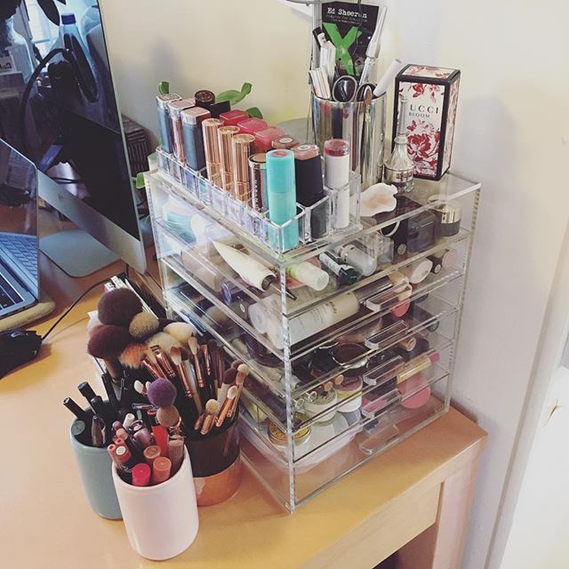 Organised my makeup and skincare yesterday and I'm obsessed 😍 . ✨ Drawers from 'Beautify' on Amazon ✨ Lipstick holder from Amazon ✨ Toothbrush holders from @flyingtigeruk . P.S. What's your go-to bronzer at the moment? I only have 2 and they're at opposite ends of the spectrum in terms of pigmentation.