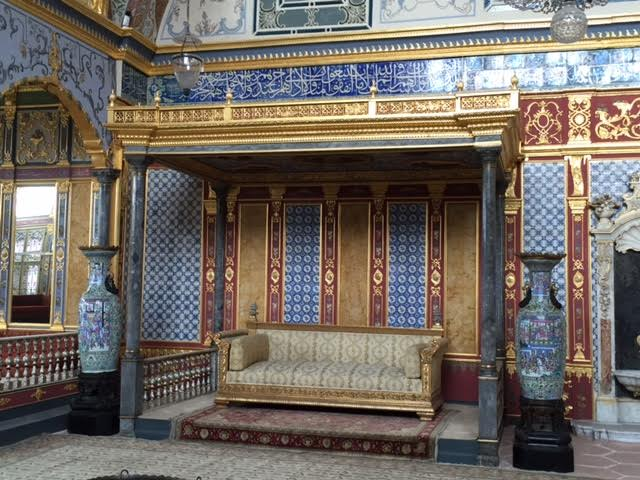 THE SULTAN'S SITTING ROOM IN TOPTAKI PALACE