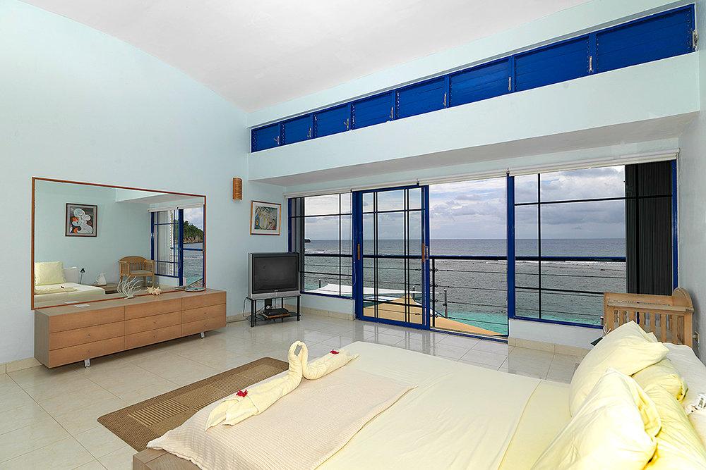 bedroom-seaside-view-05.jpg