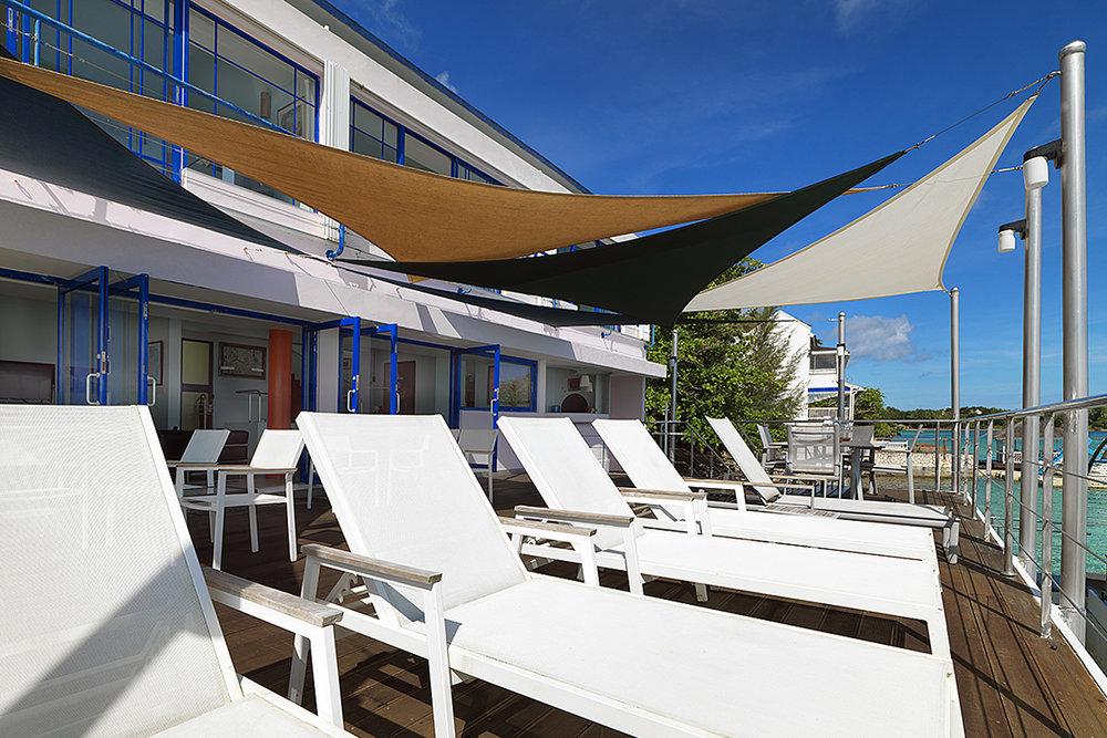 seaside-tensile-shaded-deck-03.jpg