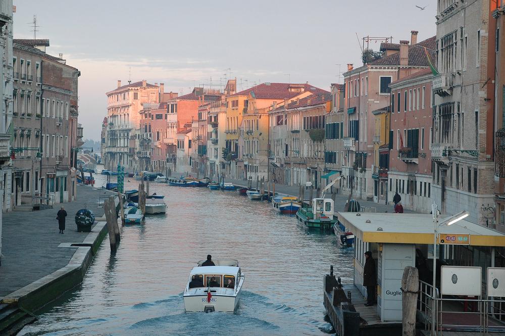 vaaleanpunainen venetsia