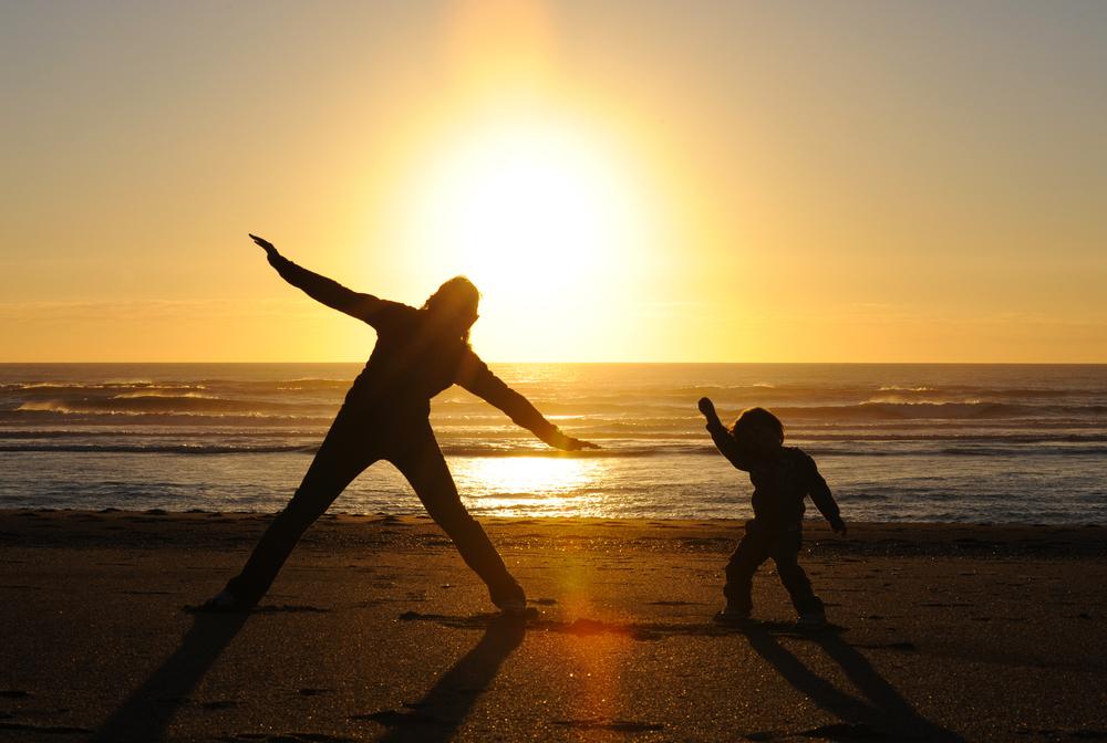 Auringonlasku rannalla Uudessa-Seelannissa