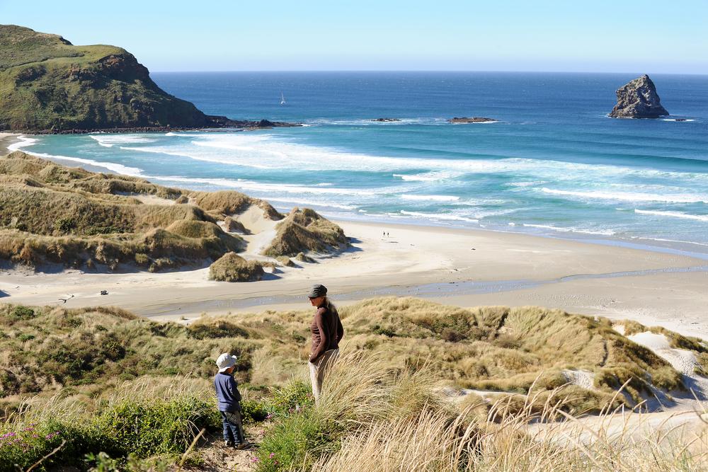 Hiekkarannalla Uudessa-Seelannissa