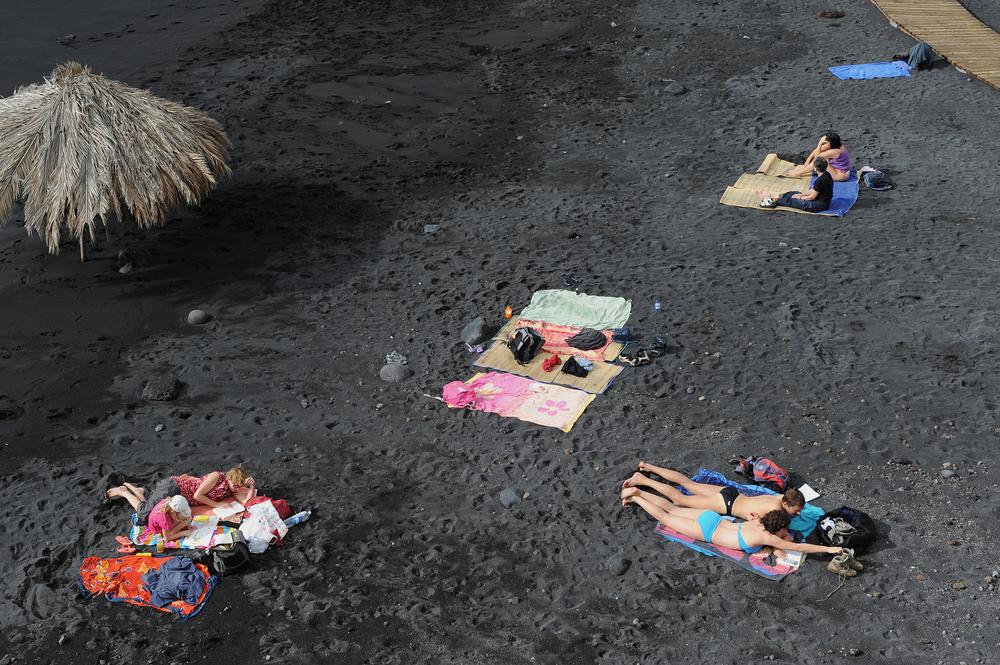 Laavaranta, mustaa hiekkaa