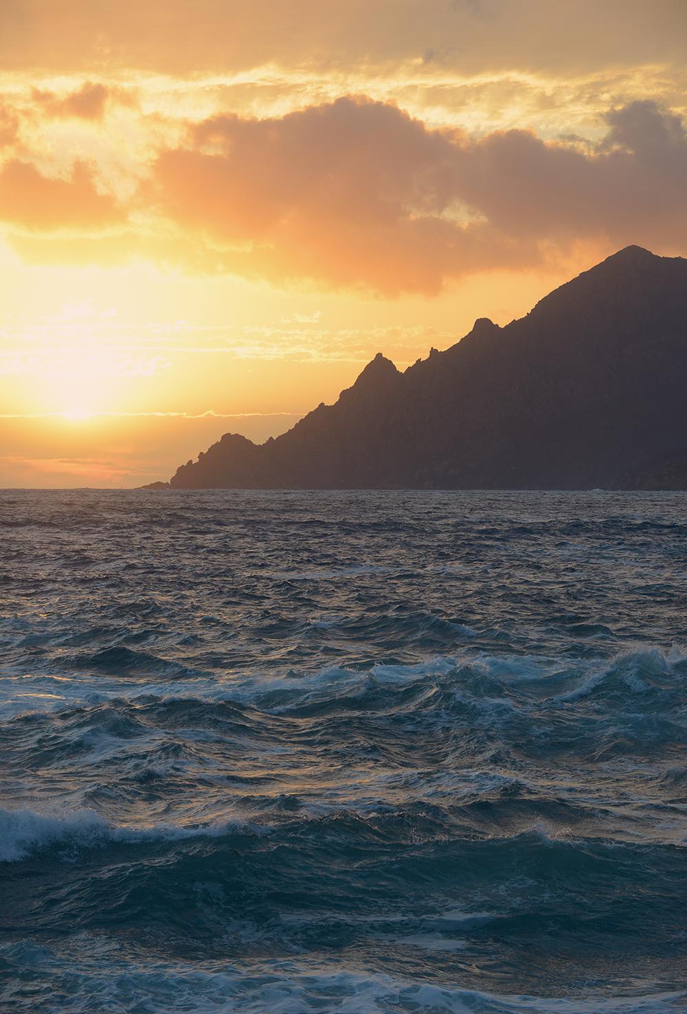 auringonlasku, vuori, kesä, meri, välimeri, matkablogi, matka