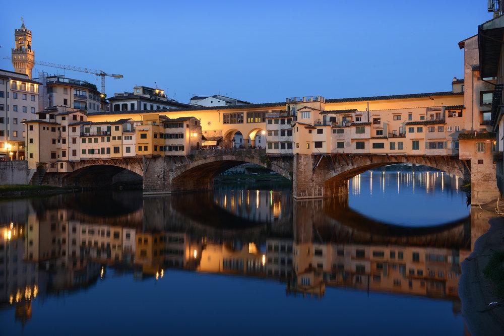 Italia, Firenze, yö, iltavalo, silta, matkailu