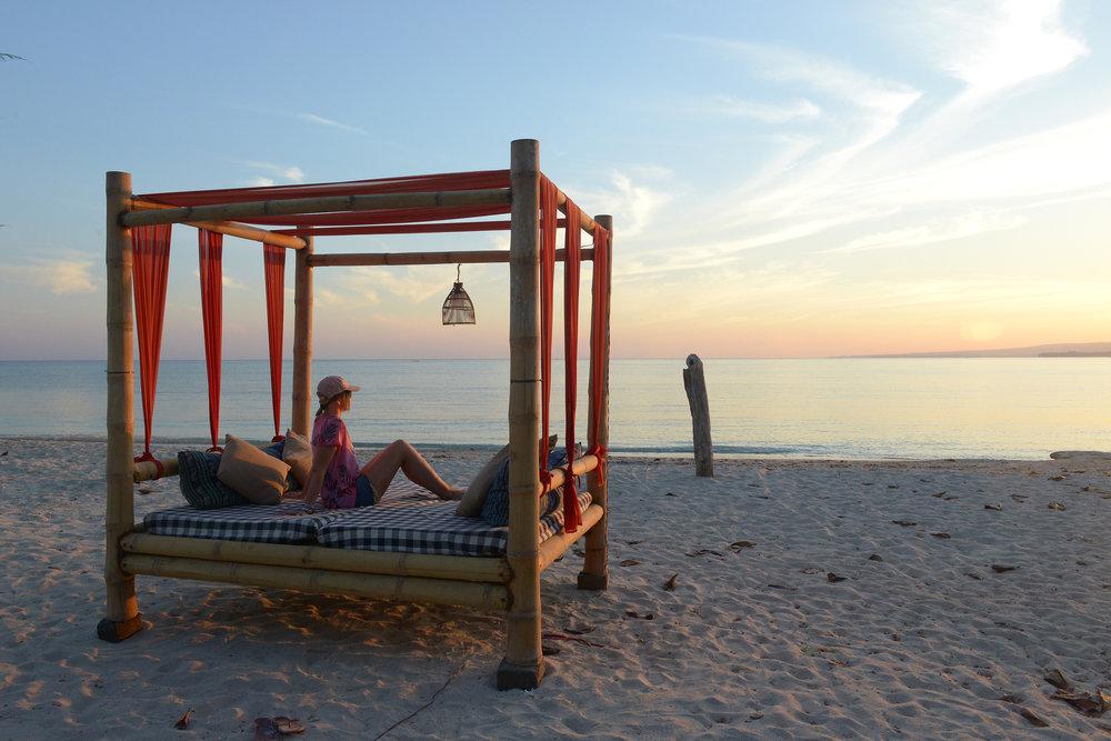 Aamu, ranta, auringonnousu