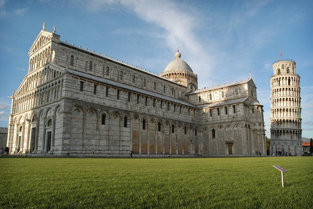 Pisa, Ihmeiden aukio
