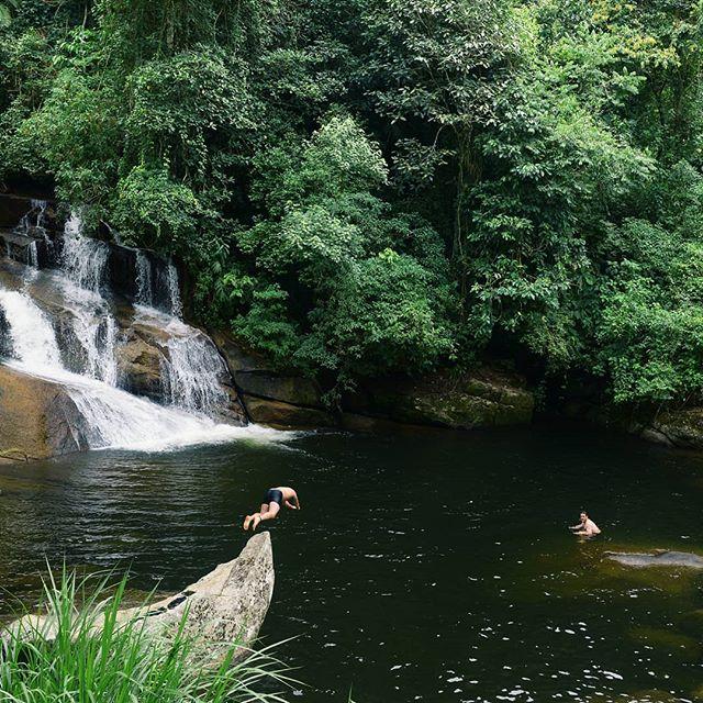 On hotellien uima-altaita, ja sitten luonnon omia uima-altaita. Kumpaan itse pulahtaisit? #paraty #riodejaneiro