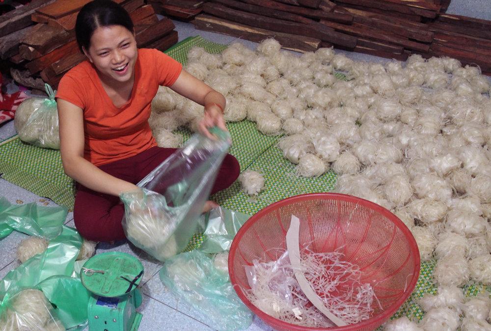 Duara_village_exp_Yen_phu_noodle.jpg