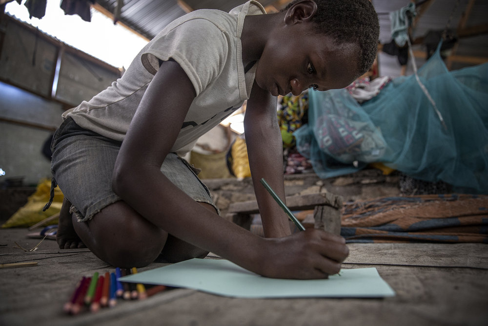 20180628_WCH_DRC_Congo_Mulongwe_Burundian_refugee_camp_Nina_drawing_family_Jeppe_Schilder_01.jpg