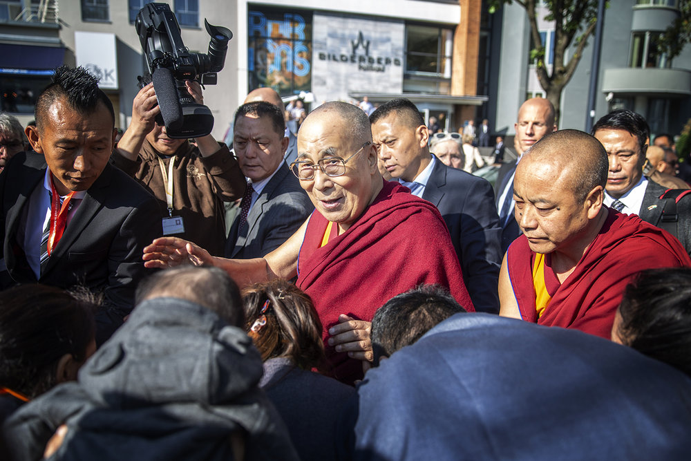 20180914_Dalai_Lama_Rotterdam_Airport_photographer_Jeppe_Schilder_05.jpg