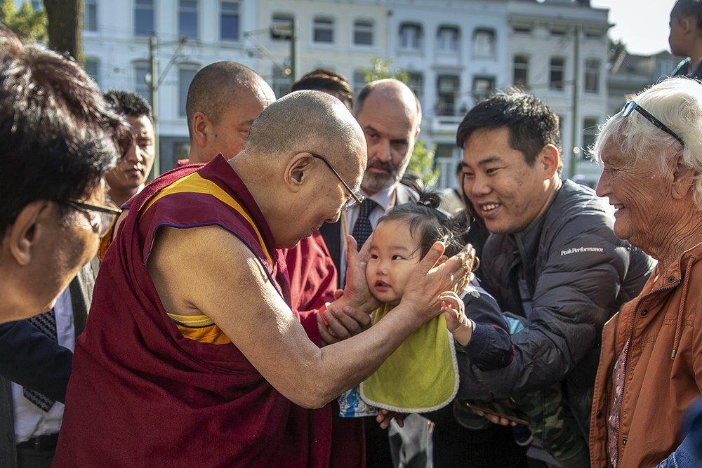 20180914_Dalai_Lama_Rotterdam_Airport_photographer_Jeppe_Schilder_06.jpg