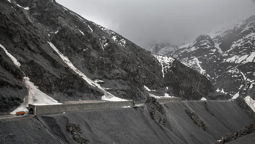 20180409_Tajikistan_Dushanbe_tunnel_truck.jpg
