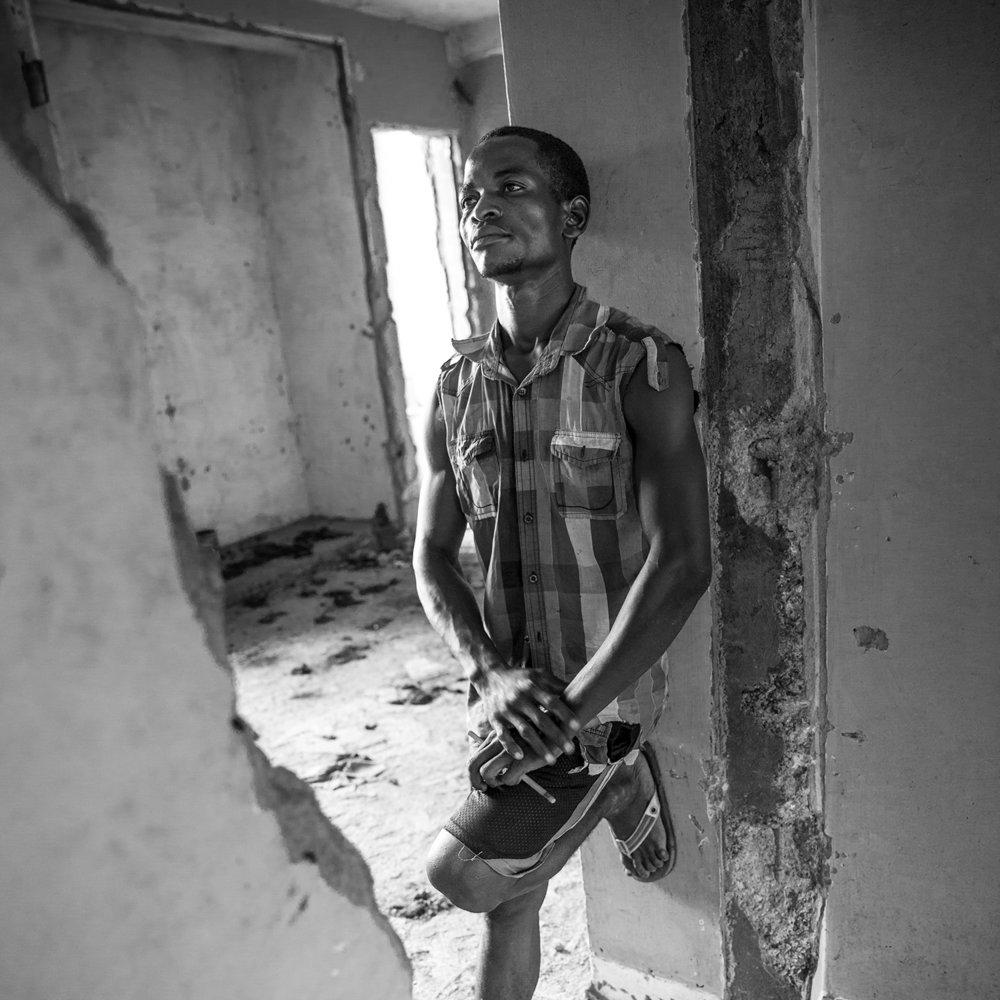 20160926-Bangui-Care taker Radio Voix de la Paix-Jeppe Schilder02-BW.jpg