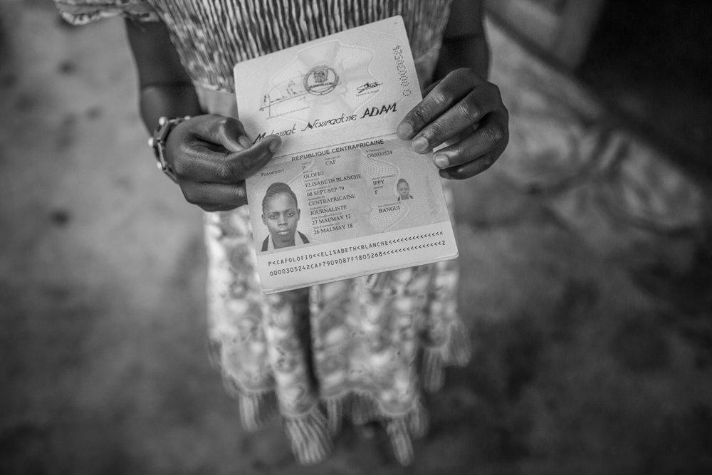 20160929-Passport Elisabeth Blanche Olofio-Jeppe Schilder-BW.jpg