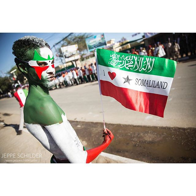 18 May 2015 - Hargeisa, Somaliland . 18 May 1991 marks Somaliland's self-proclaimed and unrecognised independence from the rest of Somalia. This 24th anniversary is celebrated with a parade at the National Palace in Hargeisa with shops closing down for the day. . . . . #Hargeysa #Hargeisa #Somaliland #Somalia #Africa #Somalilandindependenceday #everydayafrica #independence #independenceday #independent #celebrations #paintedface #portrait #portraitphotography #travelgram #traveltheworld #travelphoto #wanderlust #instatravel #explorer #africatravel