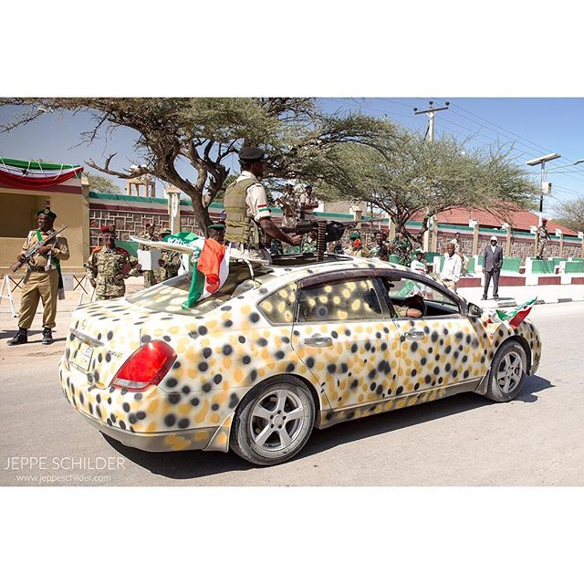 18 May 2015 - Hargeisa, Somaliland . 18 May 1991 marks Somaliland's self-proclaimed and unrecognised independence from the rest of Somalia. This 24th anniversary is celebrated with a parade at the National Palace in Hargeisa with shops closing down for the day. . . . . #Hargeysa #Hargeisa #Somaliland #Somalia #somalilandflag #soldier #Africa #Somalilandindependenceday #parade #everydayafrica #independence #independenceday #independent #celebrations #travelgram #instatravel #explorer #africatravel #weapons #weapon #machinegun #gun #guns