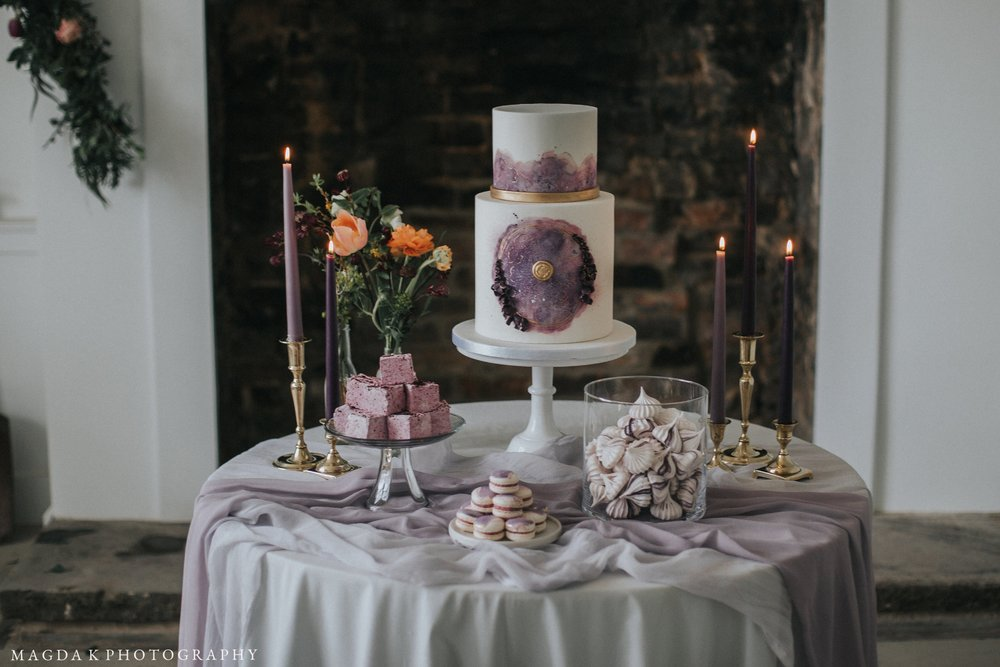 IMAGE: MAGDA K PHOTOGRAPHY CAKE: THE CONFETTI CAKERY VENUE: ASWARBY RECTORY