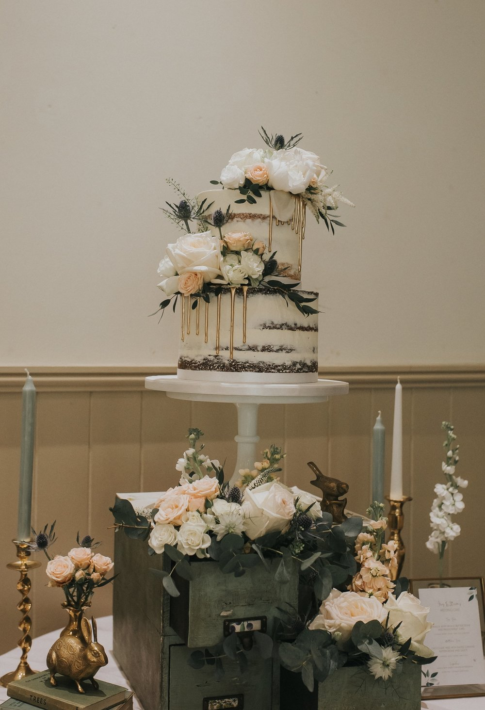 CAKE: THE CONFETTI CAKERY. IMAGE: JO GREENFIELD PHOTOGRAPHER. VENUE: THE WILLIAM CECIL.