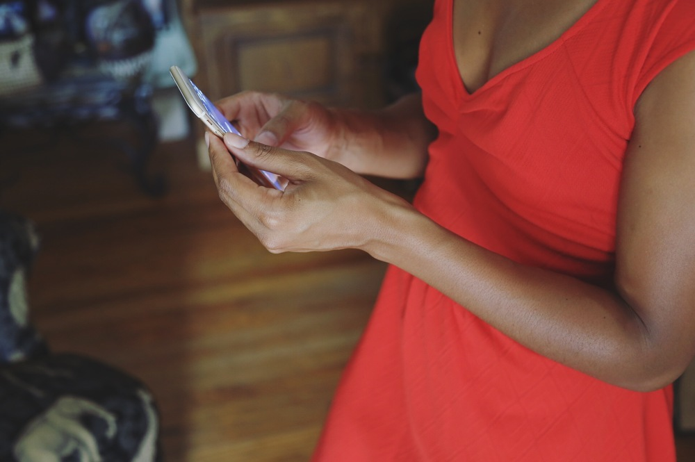 Return those unanswered text and emails to clear your phone notifications.
