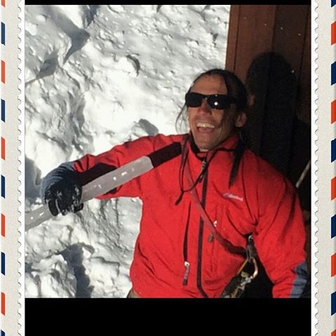 KARAOKE ON THE ROOF..ONE COLD AND BORING CROUD!  #mountain heritage tree#ski #snow#mamoth lakes #backcountry skiier#arborist#models#climber#alpinist#ice#sierra nevada#white xmass#fashion#fitness#outdoor athletes#