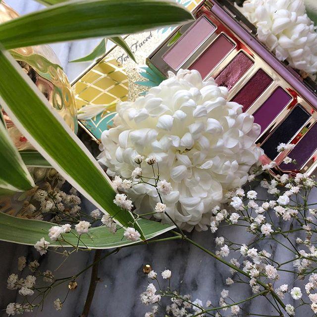 Raspberries and pineapples 🍍 #springwhereareyou #isitspringyet #toofacedrazzledazzleberry #toofacedtuttifrutti #eyeshadowpalette #beautybloggers #makeupofinstagram #makeupenthusiast #makeuplover #bbloggersca