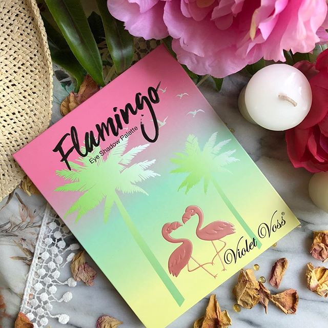 Just thinking about summer #bbloggersca #makeuplover #flamingopalette #summervibes #violetvossflamingopalette #violetvoss #eyeshadowpalette