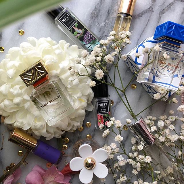 Perfume Gang. Lately ive been loving mini perfumes. The #toryburch and #nest scents are some of my favourite #perfumegang #nestwildpoppy #toryburchbelazure #fragrance