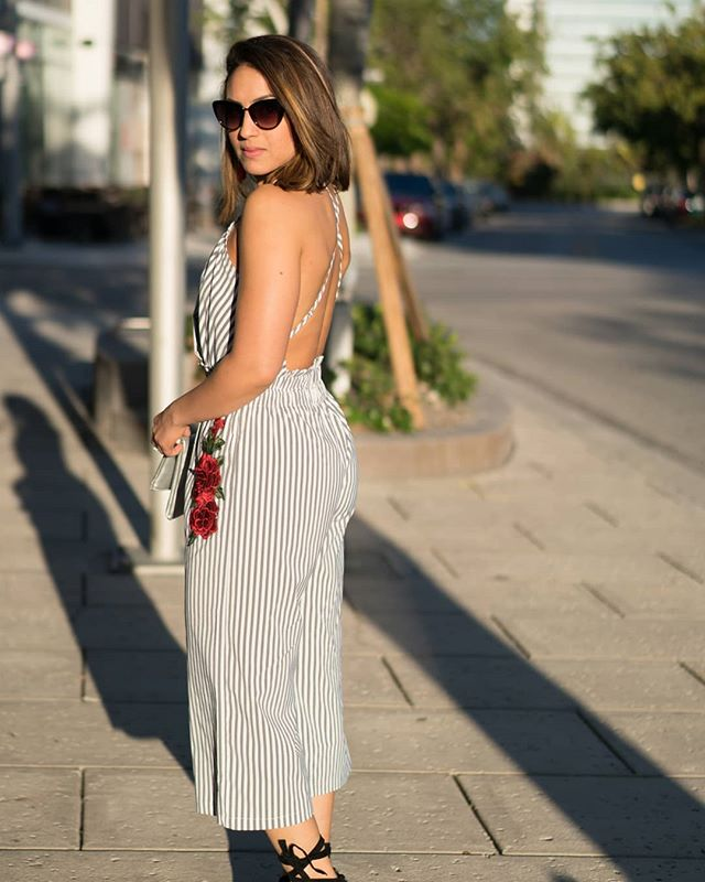 This striped jumpsuit was perfect for the Miami vibes last weekend. Linking all my favorite jumpsuits that are out this year for your next vacation or date night in my bio 👌🏽🏖️