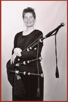 jennifer.armstrong_with_bagpipes