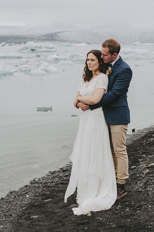 Iceland+Jokulsarlon+Destination+wedding+romantic+elegant+glaciar+lake+wedding+portraits+Brollopsfotograf+Island+seos+fotografi+(1).jpg
