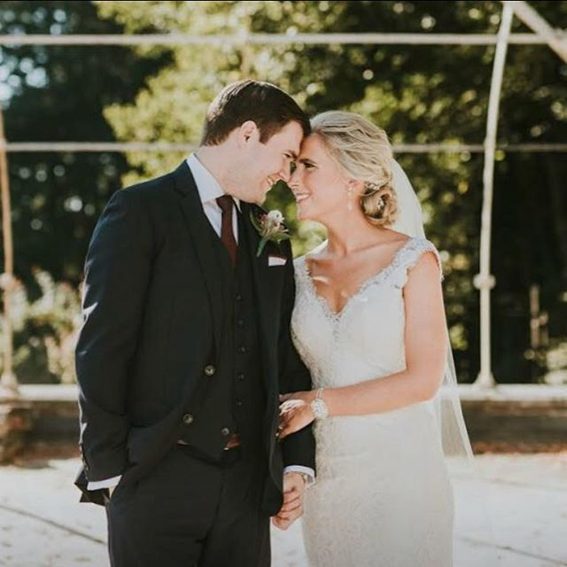Happy one year anniversary to this beautiful couple! Cheers to many, many more 🥂 #contouredbychrissy #hallyouneedislove
