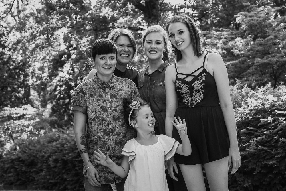17-0516-Family photos_SE-9.jpg