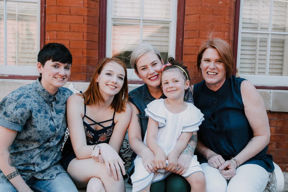 17-0516-Family photos_SE-16.jpg