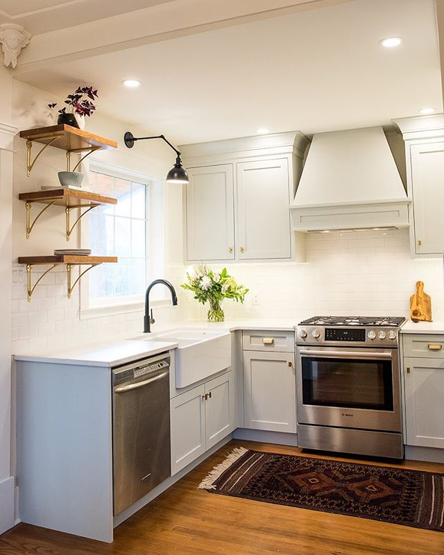 Happy Friday everyone! Leaving you with another 'before and after' of this Fernwood kitchen renovation because we can't get enough. We removed (a few) extra layers of flooring, wove in new hardwood to match and restained. Now it's a seamless transition! by Splinters Millwork and Alan O'Rourke Contracting 📸@photosbyashlenenairn #tgif #interiordesign #kitchendesign #yyjdesign #yyj