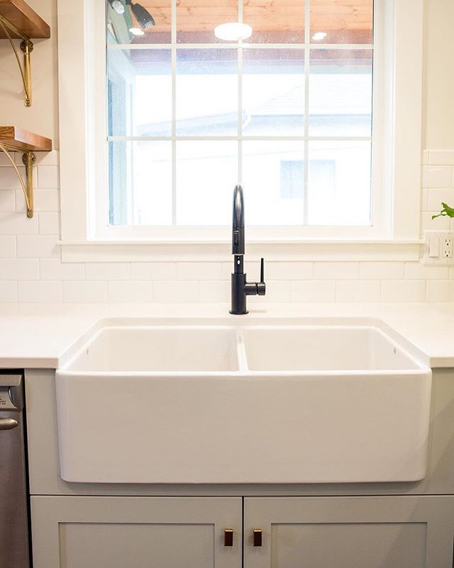 Happy first day of March! It feels like we're one step closer to Spring. #countdowntospring #farmhousesink #interiordesign #yyj #yyjdesign