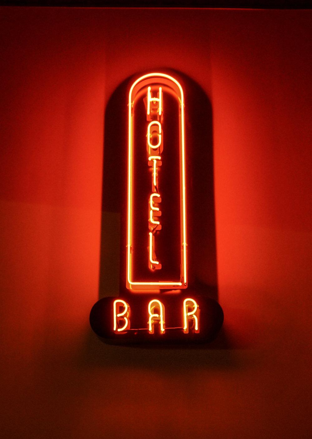 Hote Bar Sign