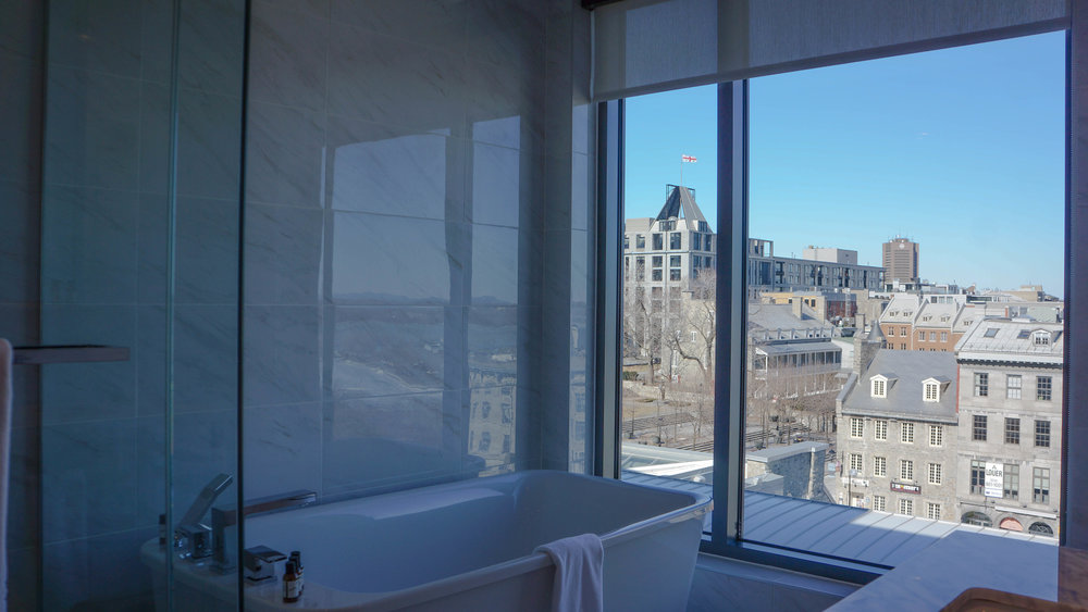 Bathroom with a view in Hotel William Gray