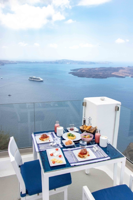 Iconic Santorini - Breakfast On Your Private Patio