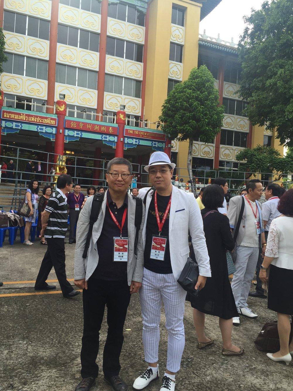 会上,李凡予与韩国非华裔著名汉学家、白石大学教授柳永夏一同探讨了从韩国汉语热、中国韩剧热以及两国民风民俗、思维方式对文学创作的影响。