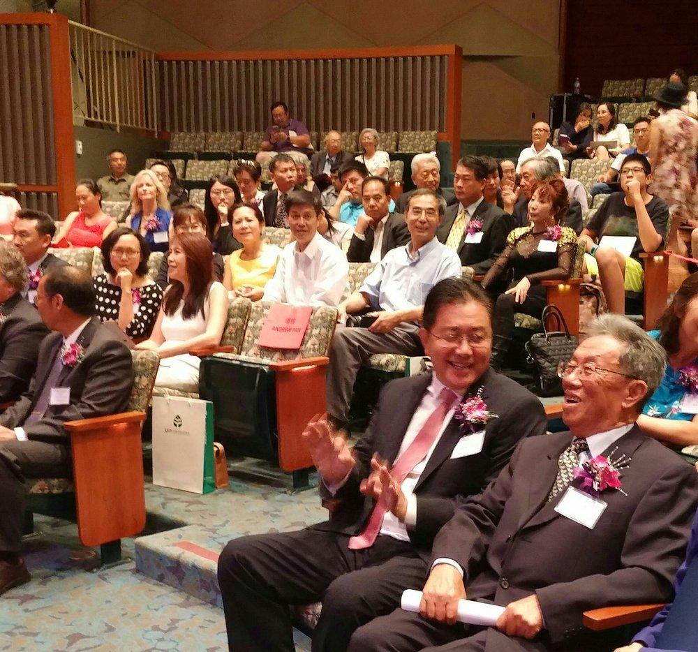 (照片右一是这次活动的主讲人、文学泰斗王蒙先生)